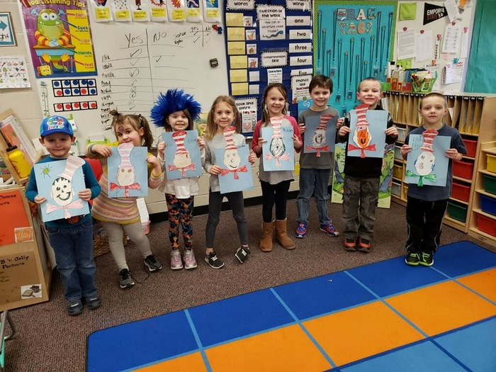 Ms. Everett's Kindergarten Class drawing The Cat in the Hat
