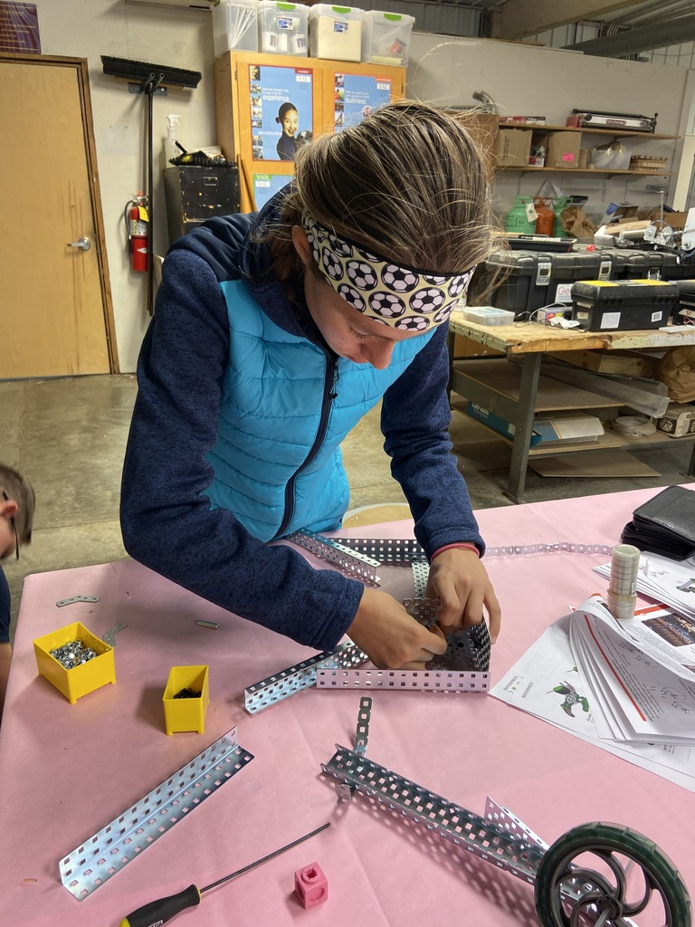 Hemi working on her robot