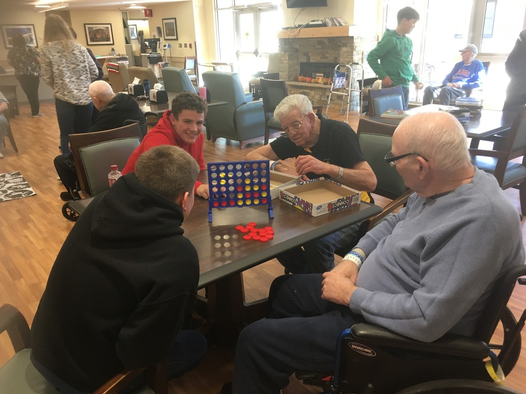 Students and VA residents playing Connect 4